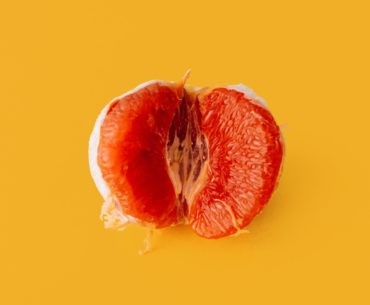 Mandarine auf gelben Hintergrund - femtasy Erotikgeschichten